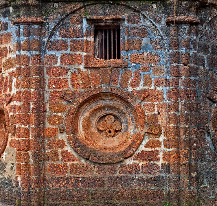Facet of the laterite exterior