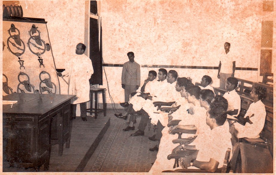 Dr. Sinari teaches a class at Goa Medical College (1961)