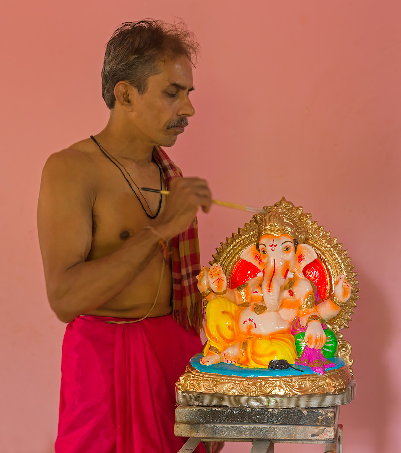 Umanath Naik of Nagueshi with his Ganesha