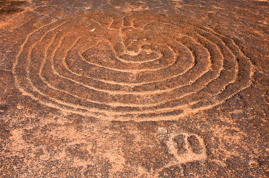 Petroglyph of a labyrinth in Usgalimol, Goa<br>5D, 35L