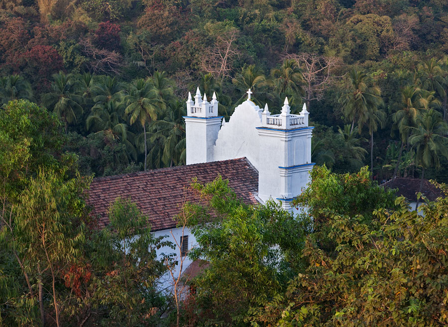 The church seen from Reis Magos fort
