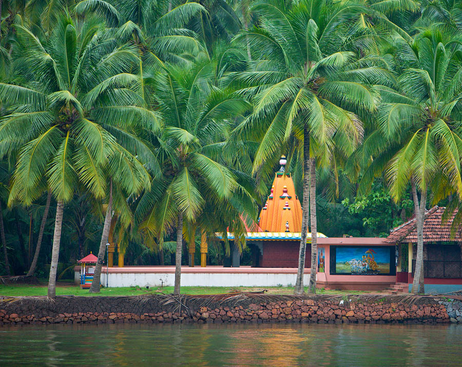 Vishnu Temple in Achan Thuruthu, Kerala<br>5D, EF 70-200 f/2.8 L IS
