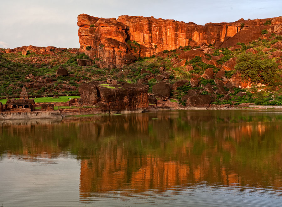Sandstone Ridge at Badami<br>5D, 24-105L