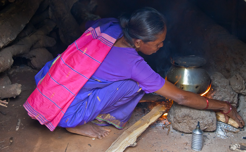 Chandrakala Mapari cooking in her traditional kitchen<br>5D Mark II, 24-105L