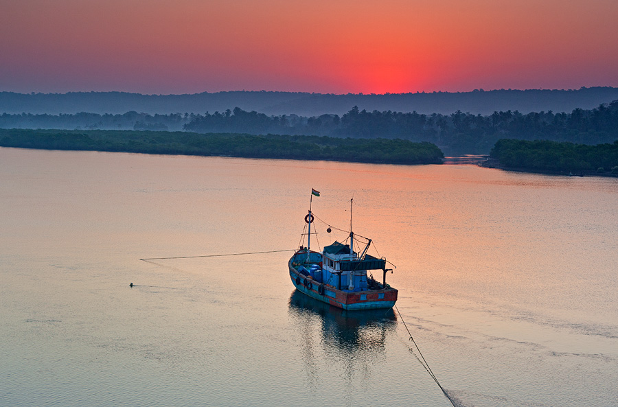 Sunrise over Chapora river in Siolim
