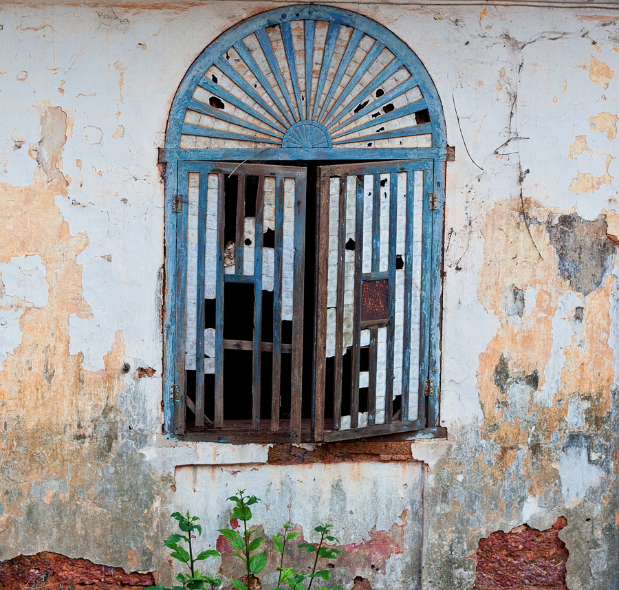 Weathered window in Piedade, Divar