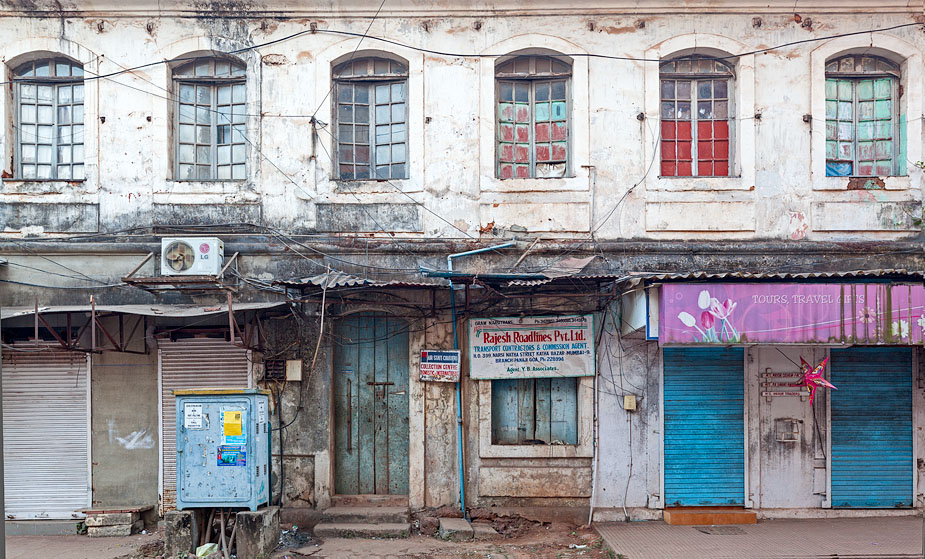 Grungy, central Panjim